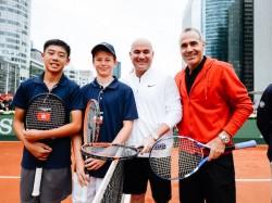 Finaliści razem z  Andre Agassim i Alexem Corretją
